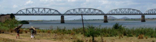 Dona_Ana_railway_bridge_over_the_Zambezi_river,_Mozambique TRIM
