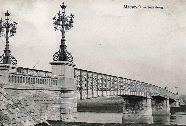 Maaseik - Oude Maasbrug 01 CONTRAST