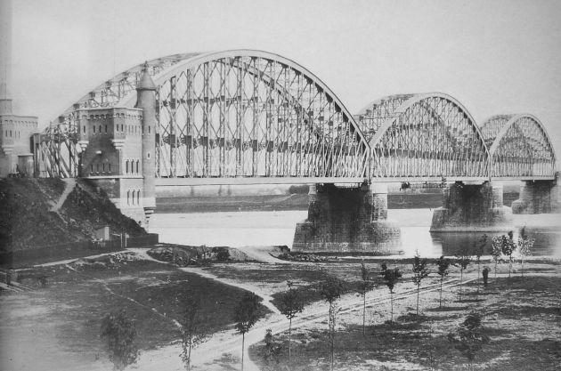 Nijmegen_rail_bridge_1879 1200px