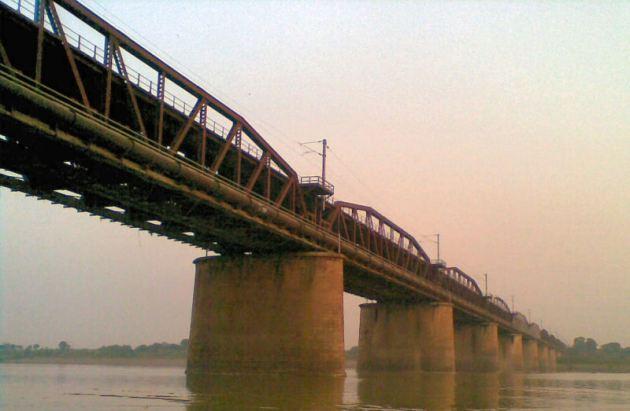 Pillars_of_old_amuna_bridge TRIM