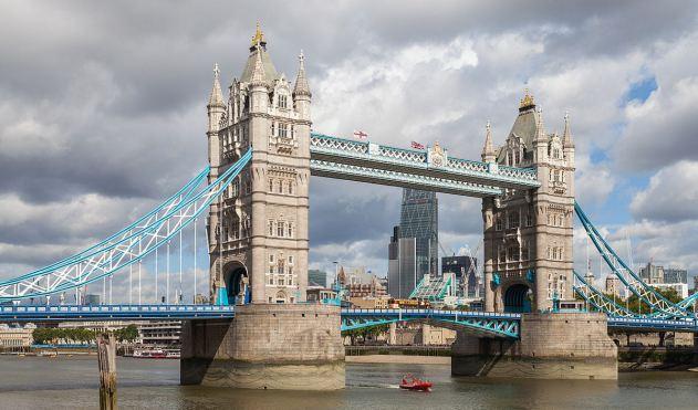 Puente_de_la_Torre,_Londres,_Inglaterra,_2014-08-11,_DD_092 1200px TRIM