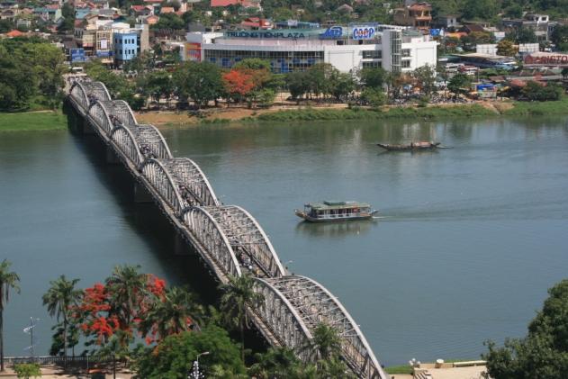 Truong_Tien_Bridge
