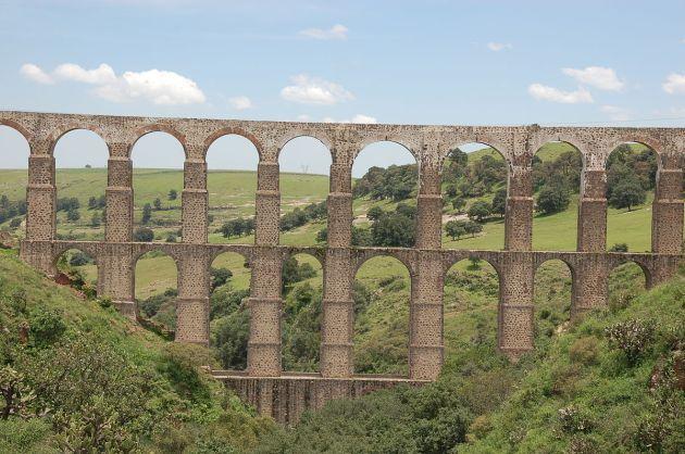Aqueduct_Arcos_del_Sitio 1200px