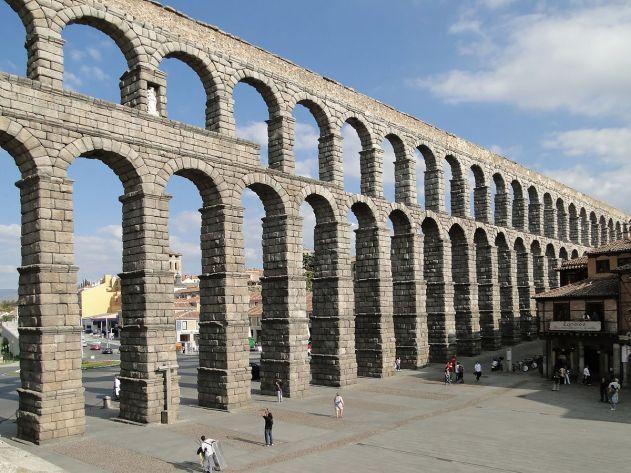 Aqueduct_of_Segovia_08 1200px