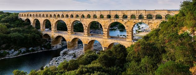 Pont_du_Gard_BLS 1200px